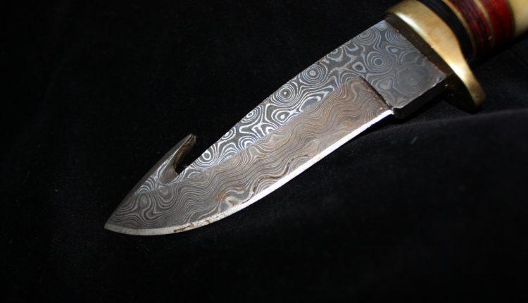 سكين صيد ذو نصل ثابت